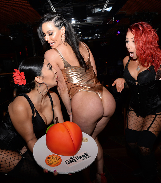 Sweet Food「Adult Film Star Kendra Lust Celebrates Birthday Party At Crazy Horse 3 In Las Vegas」:写真・画像(9)[壁紙.com]