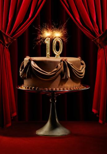 記念日「Birthday Cake on Stage with Number 10 Candles」:スマホ壁紙(18)
