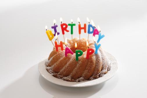 Congratulating「Birthday cake with burning candles」:スマホ壁紙(9)