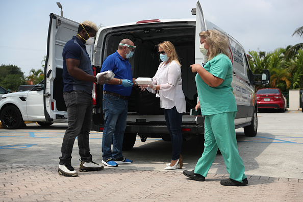 Baseball - Sport「Miami-Based Supermarket Chain Delivers Meals To Health Care Workers」:写真・画像(10)[壁紙.com]