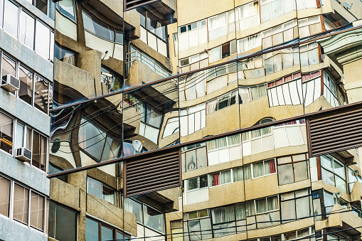 White Color「Abstract of modern buildings reflected in each other, Valparaiso, UNESCO World Heritage Site, Chile」:スマホ壁紙(0)