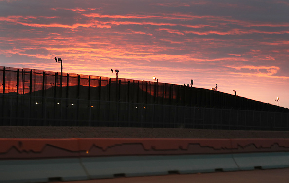 International Border Barrier「Border Wall And Migration In Focus As Negotiations Over Border Security Continue」:写真・画像(14)[壁紙.com]