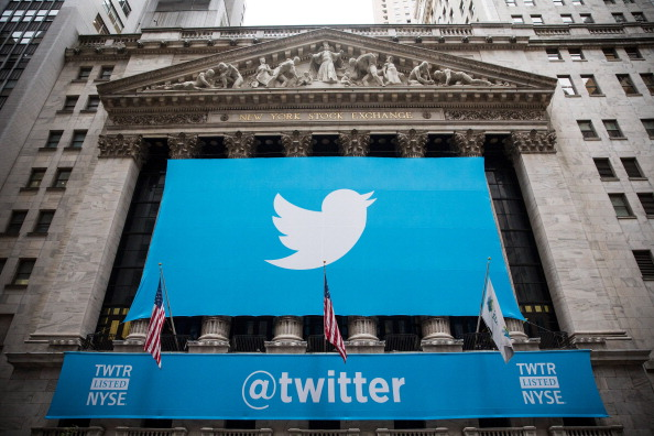 ロゴマーク「Twitter Goes Public On The New York Stock Exchange」:写真・画像(2)[壁紙.com]