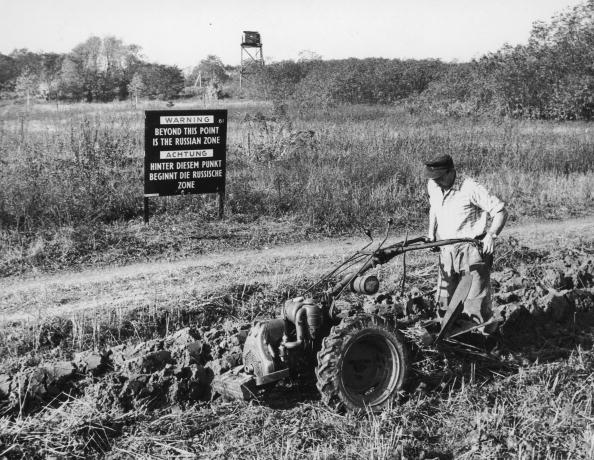 Agricultural Machinery「Post War Border」:写真・画像(5)[壁紙.com]