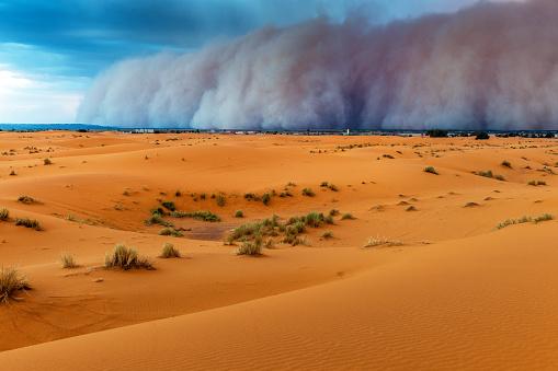 Merzouga「Sandstorm Approaching Merzouga Settlement,in Erg Chebbi Desert Morocco,Africa」:スマホ壁紙(11)