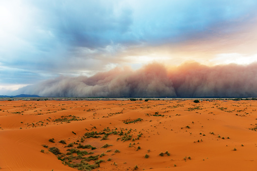 Weather「Sandstorm Approaching Merzouga Settlement,in Erg Chebbi Desert Morocco,Africa」:スマホ壁紙(6)