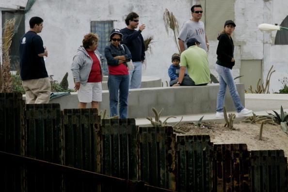 Perching「Immigration Debate Continues」:写真・画像(0)[壁紙.com]