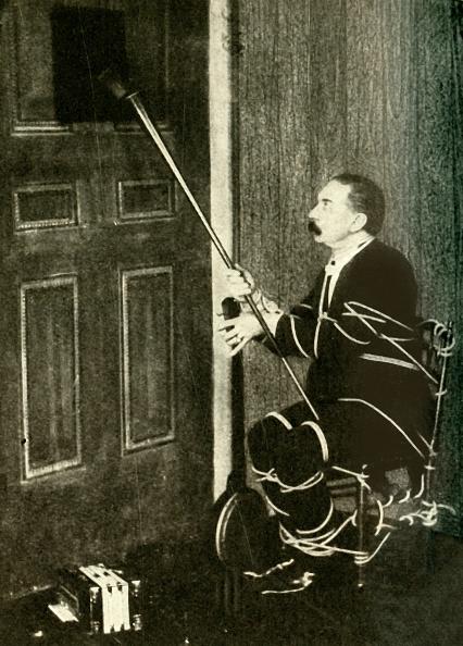 Accordion - Instrument「John Nevil Maskelyne Performs A Spirit Cabinet Illusion」:写真・画像(10)[壁紙.com]