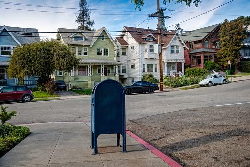 California「Mailbox in residental neighborhood」:スマホ壁紙(19)