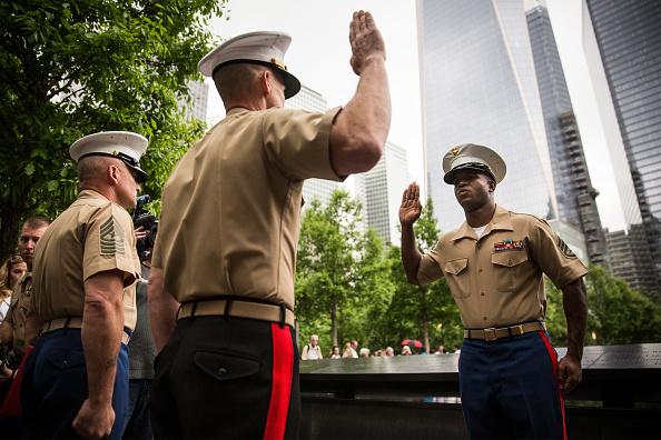 Andrew Burton「Reenlistment Ceremony For Service Members Held At Nat'l September 11 Memorial」:写真・画像(17)[壁紙.com]