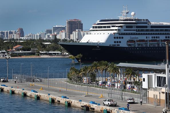 Fort Lauderdale「Zaandam And Rotterdam Cruise Ships Carrying Coronavirus Patients Dock In Florida」:写真・画像(18)[壁紙.com]