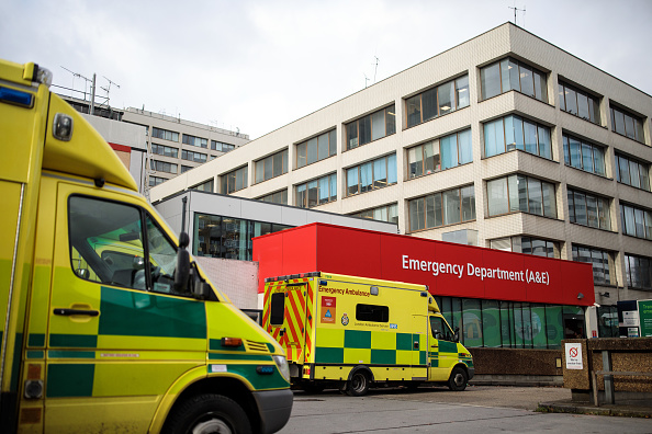 Men「NHS Cancels Non-essential Operations To Help Avoid Winter Crisis」:写真・画像(8)[壁紙.com]
