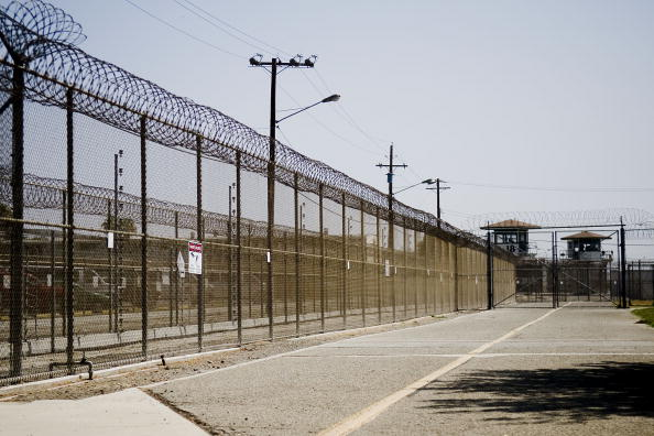 Public Building「Governor Schwarzenegger Tours Prison Where Riot Took Place」:写真・画像(9)[壁紙.com]