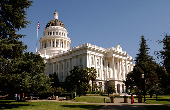 California「Davis Addresses Cabinet Members After Recall Defeat」:写真・画像(18)[壁紙.com]