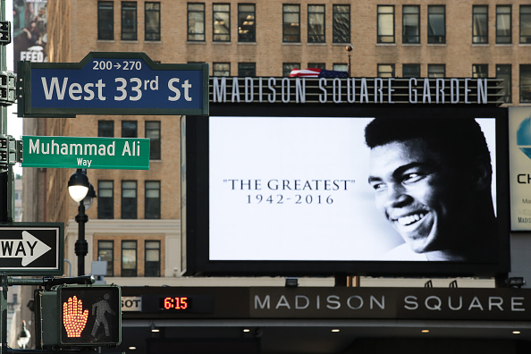 "7th Avenue「NYC Temporarily Re-Names Street ""Muhammad Ali Way"" In Honor Of Boxing Legend」:写真・画像(6)[壁紙.com]"