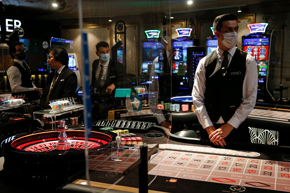 Hollie Adams「Grosvenor Casino Reopens To Customers After Months In Lockdown」:写真・画像(5)[壁紙.com]