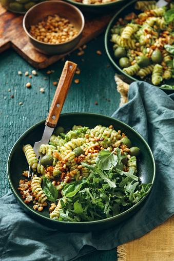 Pine Nut「Summer vegetarian pasta salad with broccoli pesto」:スマホ壁紙(13)