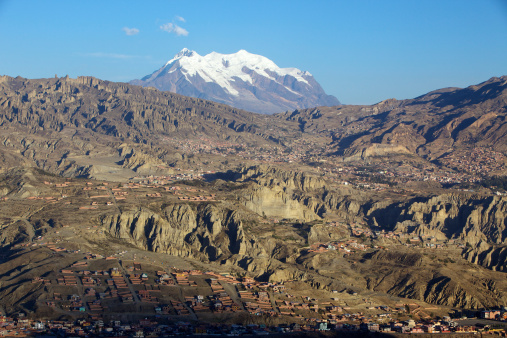 Bolivian Andes「View over La Paz city with Mount Illimani in the background, Bolivia, South America.」:スマホ壁紙(11)