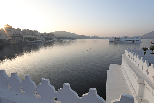 Lake Palace「View over Lake Pichola and Floating Palace」:スマホ壁紙(9)