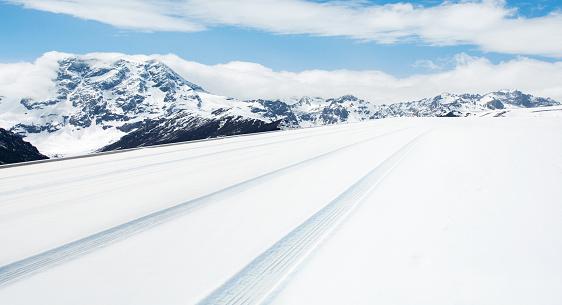 雪景色「Road covered with the snow」:スマホ壁紙(17)