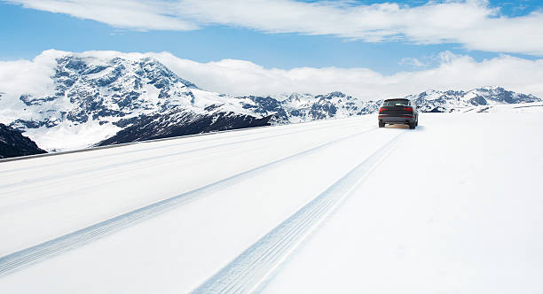 Road covered with the snow:スマホ壁紙(壁紙.com)