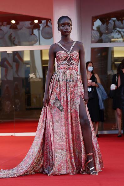 "Venice International Film Festival「""Padrenostro"" Red Carpet - The 77th Venice Film Festival」:写真・画像(5)[壁紙.com]"
