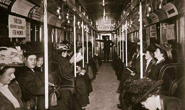 座る「Hudson River Subway Train New York USA circa 1901」:写真・画像(10)[壁紙.com]