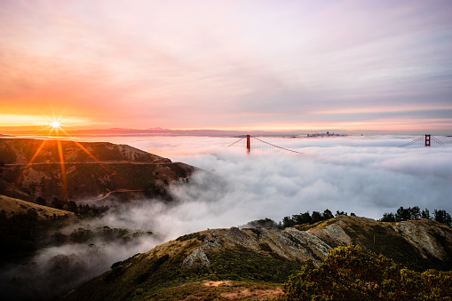 Headland「Fog Rolling Over the Golden Gate Bridge at Sunrise, San Francisco, California, America, USA」:スマホ壁紙(11)