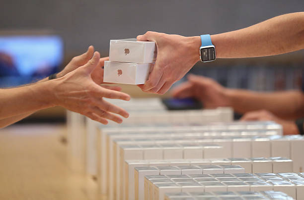 Apple Fans Await iPhone 7:ニュース(壁紙.com)