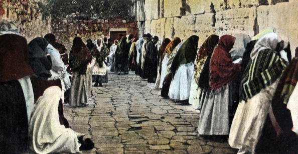 Wailing Wall「The Wailing Wall in the old city of Jerusalem with women praying. Wearing shawls over their heads.  Men praying on the far side of the photo.」:写真・画像(15)[壁紙.com]