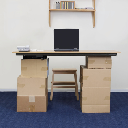 Small Office「Laptop on make shift cardboard box desk in office」:スマホ壁紙(2)