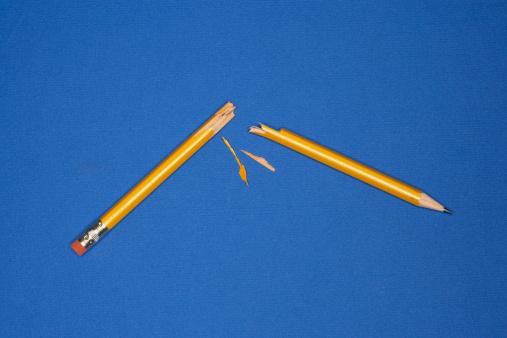 Broken「Broken pencil」:スマホ壁紙(18)