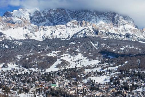 Ski Resort「Cortina d'Ampezzo, Monte Cristallo in background, Dolomites, Italy」:スマホ壁紙(1)
