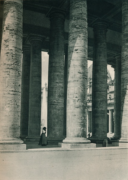 Curve「Part of the colonnade at St Peters Square, Rome, Italy」:写真・画像(13)[壁紙.com]