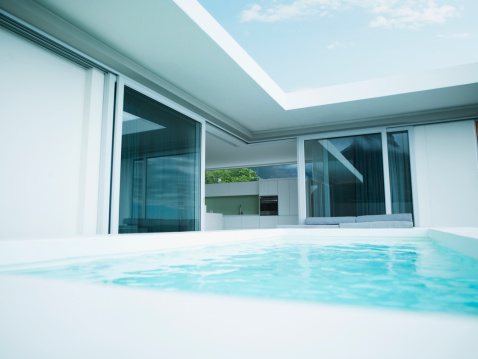South Africa「Modern house and swimming pool」:スマホ壁紙(8)