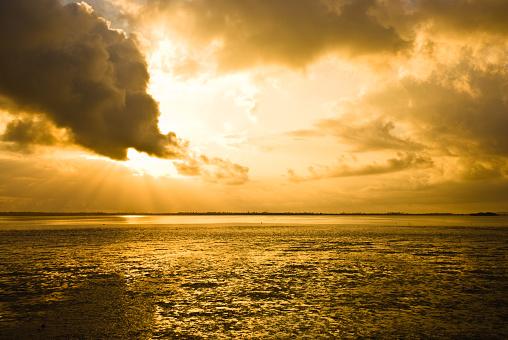 雲「朝の雲模様-不安定な空」:スマホ壁紙(16)