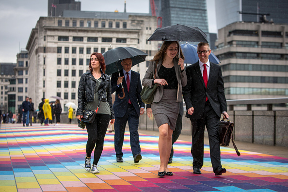 People「Spark Your City Cheers London's City Workers」:写真・画像(5)[壁紙.com]