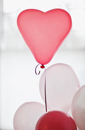 バレンタイン「ハート型の球」:スマホ壁紙(17)