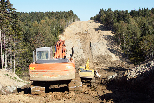 Construction Equipment「Site clearance through forest for construction of gas and oil pipelines by Sakhalin Energy Ltd  on Sakhalin Island in Russian Far East」:写真・画像(7)[壁紙.com]
