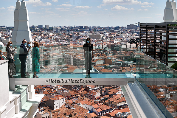 Madrid「Begoña Villacis Attends The Reopening Of The Hotel Riu Plaza España」:写真・画像(3)[壁紙.com]