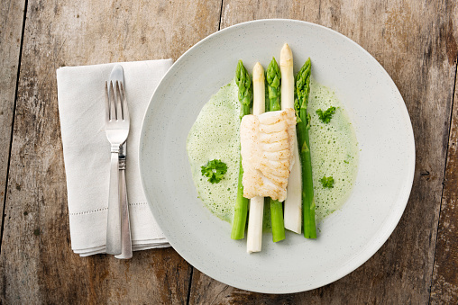 Place Setting「Green and white asparagus with cod.」:スマホ壁紙(3)