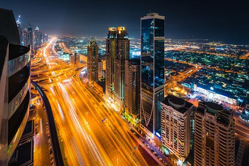 Avenue「E11 Sheikh Zayed Road highway in Dubai, United Arab Emirates」:スマホ壁紙(18)