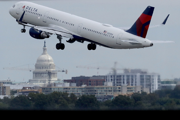 飛行機「Travelers Negotiate Busiest Travel Day Of Labor Day Weekend」:写真・画像(10)[壁紙.com]