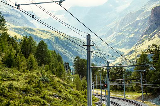 Pennine Alps「Mountainscape with gondola tracks for alpine cable car, Zermatt, Valais, Switzerland」:スマホ壁紙(12)