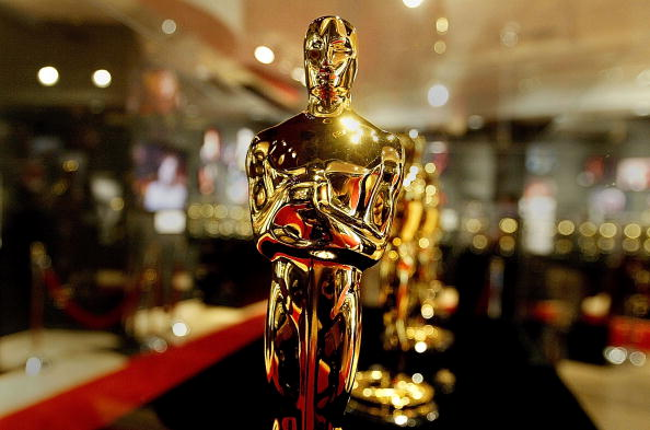Oscar Statuette「Oscar Statuettes For The 76th Academy Awards Displayed In Hollywood」:写真・画像(1)[壁紙.com]