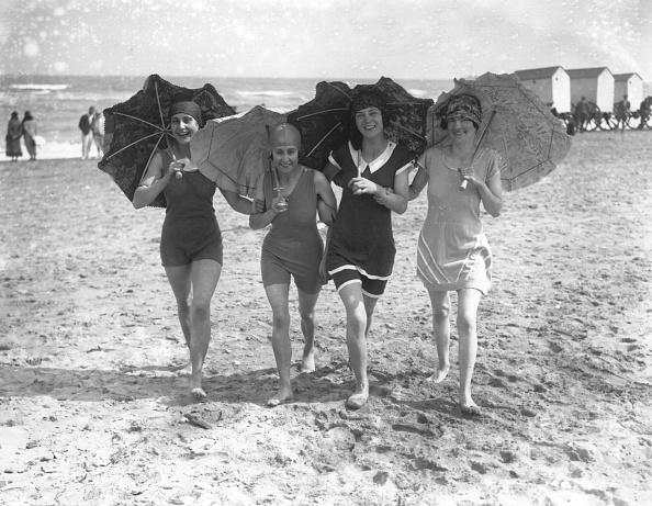 Sunshade「Bathing Belles」:写真・画像(2)[壁紙.com]