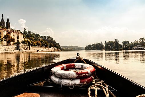 ヴルタヴァ川「Czechia, Prague, ships bow with lifesavers on Vltava」:スマホ壁紙(17)