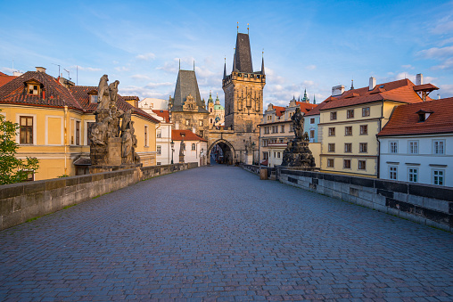 Charles Bridge「Czechia, Prague, Old town, Kleinseite Bridge Tower in the evening」:スマホ壁紙(11)