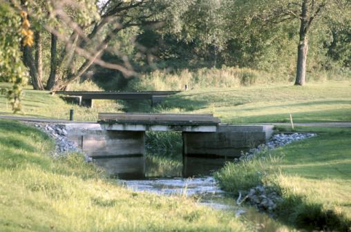 Golf Links「River flowing by golf course」:スマホ壁紙(9)