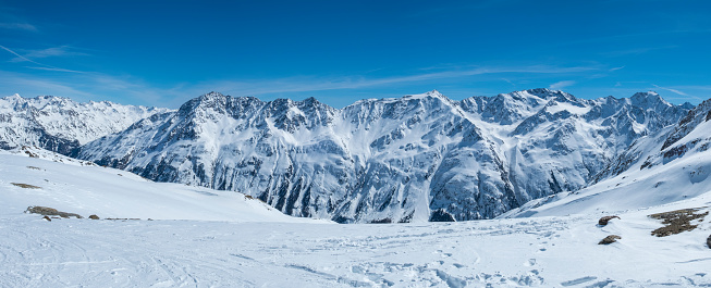 Solden「View on the snowy Tiroler Alps in Austria during a beautiful winter day」:スマホ壁紙(15)